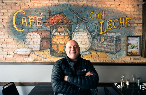 cafe-con-leche-one-of-chicagos-most-chicago-restaurants_mural_600c390