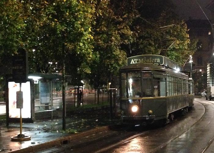 ATMosfera Milano, il ristorante tram dove cenare diventa un viaggio