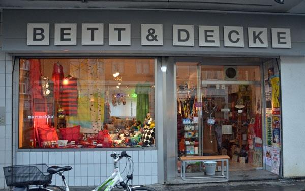 Bett und Decke in Köln