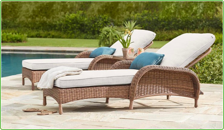 Wicker Lounger with Cushions