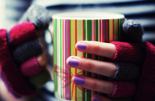 Four Year-Round Ways to Rock Fingerless Gloves and Fresh Manicures