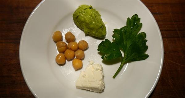 Hummus, Feta und Petersilie