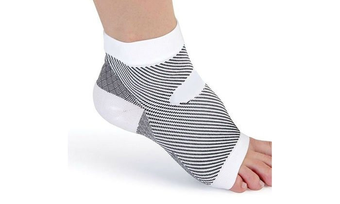 b68f28bbc3 Plantar Fasciitis Socks Ankle Brace & Arch Support Compression Foot ...