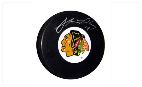 Autographed Jonathan Toews Chicago Blackhawks Puck FHS25 58ec63a2-245e-4012-8ab3-24e839b29dd1