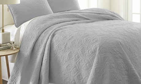 Feathered Nest Premium Ultra Soft Printed Quilted Coverlet Set