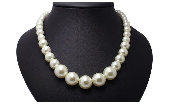 51b3d10204b12 Trendy Elegant Simulated Big Pearl Necklace for Women