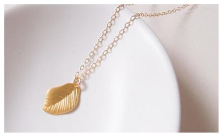 Elegant Leaf Chokers Gold Color Pendant Necklace for Women 32afcfa6-48bd-4276-b485-f7df85c36af2