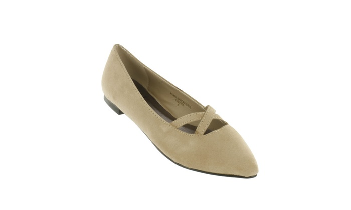 Red Circle Women's Lucera Pointy Flat With Crossing