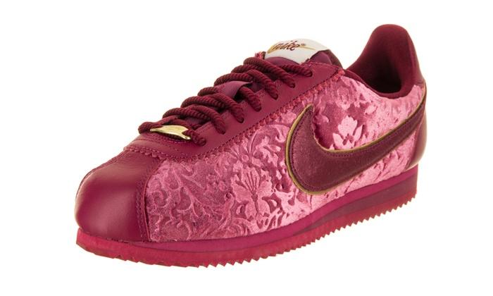 promo code d9bb3 0e2a9 Nike Women s Classic Cortez SE Casual Shoe