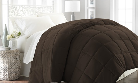 Feathered Nest All-Season Lightweight Down-Alternative Comforter