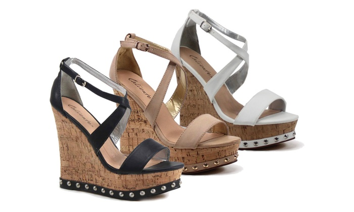 Caliente Studded Wedge