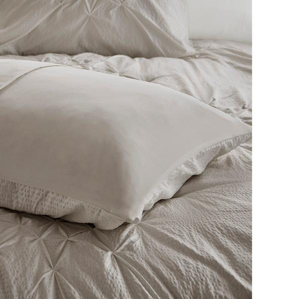 Madison Park Giselle 4 Piece Tufted Seersucker Comforter Set
