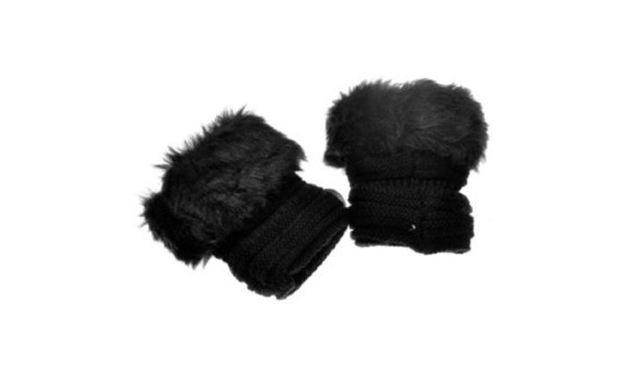 Pair of Fingerless Gloves Featuring a Fur Trim by Somek